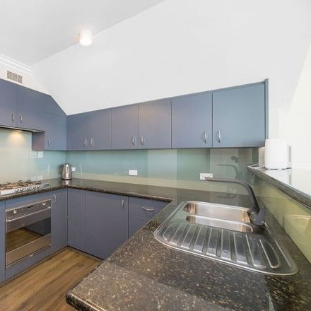 Rent this 3 bed apartment on Cremorne