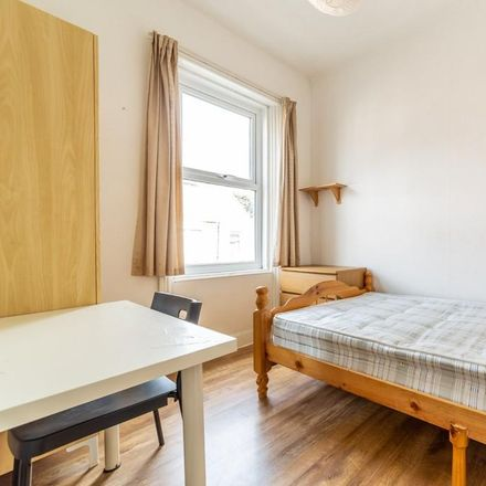 Rent this 3 bed apartment on Ancrum Street in Newcastle upon Tyne NE2 4LR, United Kingdom