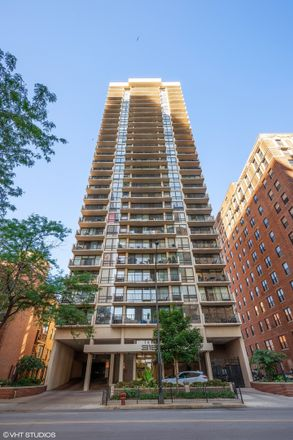 Rent this 2 bed condo on 3150 North Sheridan in 3150 North Sheridan Road, Chicago