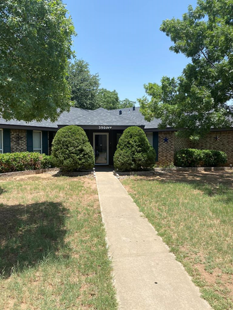 Rent this 3 bed house on 3904 Nasworthy Place in Midland, TX 79707