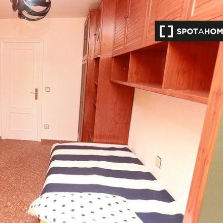 Rent this 3 bed room on The Bike Run in Avinguda de Blasco Ibáñez, 190