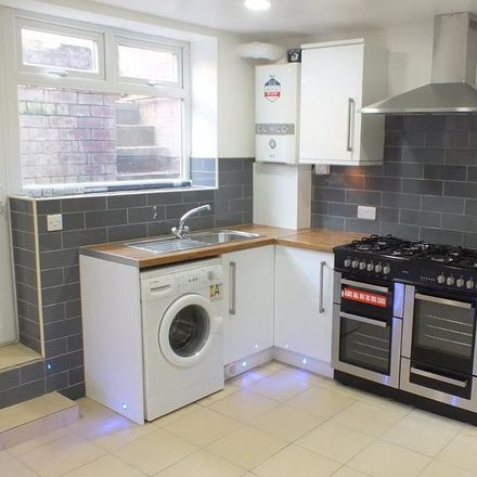 Rent this 6 bed house on Back Brudenell Grove in Leeds LS6 1HS, United Kingdom