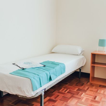 Rent this 2 bed room on Calle de Vallehermoso in 5, 28015 Madrid