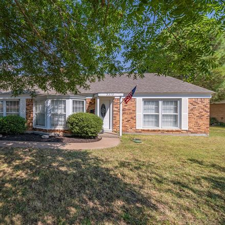 Rent this 3 bed house on 2210 Boyd Avenue in Midland, TX 79705