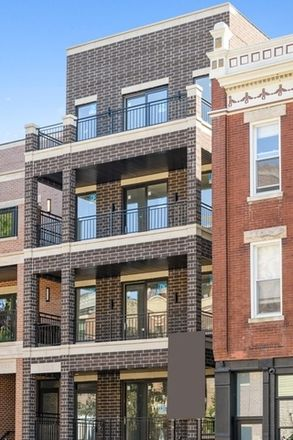 Rent this 3 bed condo on 1323 West Wrightwood Avenue in Chicago, IL 60614