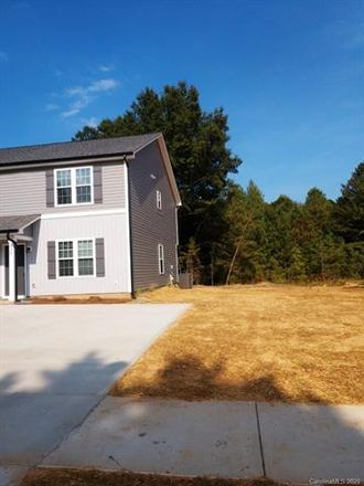 Rent this 3 bed duplex on 721 Fairview Street in Kannapolis, NC 28083