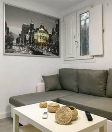 Rent this 2 bed apartment on Travesía de las Pozas in 28001 Madrid, Spain