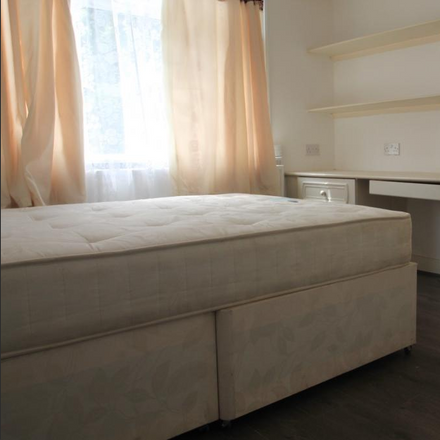 Rent this 5 bed room on Silverleigh Road in London CR7 6DW, United Kingdom