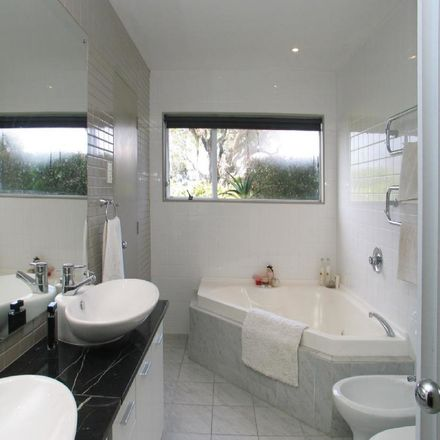 Rent this 2 bed house on Kaipatiki in Northcote Point, AUCKLAND