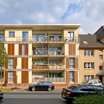 Rent this 3 bed apartment on Philosophenweg 22 in 47051 Duisburg, Germany