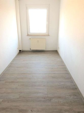Rent this 4 bed apartment on Steinbacher Straße 33 in 04567 Kitzscher, Germany