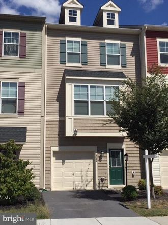 Rent this 3 bed townhouse on Stephenson