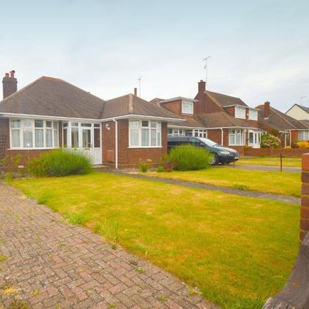 Rent this 3 bed house on Warden Hill Infant School in Birdsfoot Lane, Luton LU3 2DN