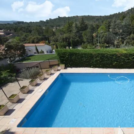 Rent this 3 bed apartment on 70 Chemin du Montagné in 30400 Villeneuve-lès-Avignon, France