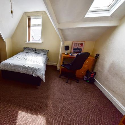 Rent this 7 bed house on Back Chestnut Avenue in Leeds LS6 1AZ, United Kingdom