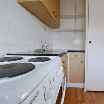 Rent this 1 bed apartment on Pepper Pot in Tower Road, Brighton BN2 0GF