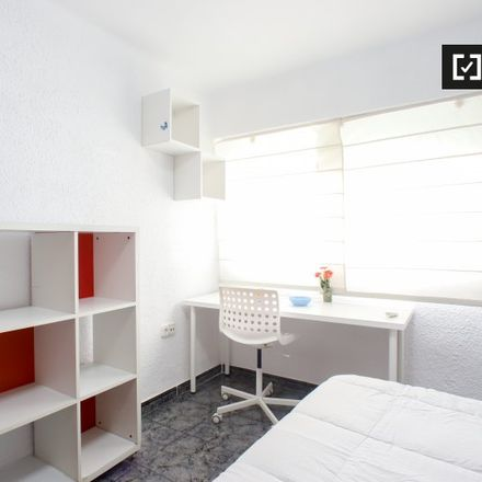 Rent this 4 bed apartment on Clínica Podológica in Carrer dels Sants Just i Pastor, 46022 Valencia
