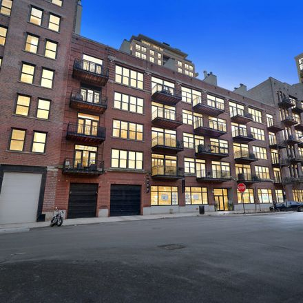 Rent this 1 bed loft on 375 West Erie Street in Chicago, IL 60654