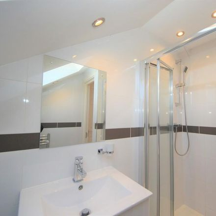 Rent this 4 bed apartment on Park Road in London NW4 3PH, United Kingdom