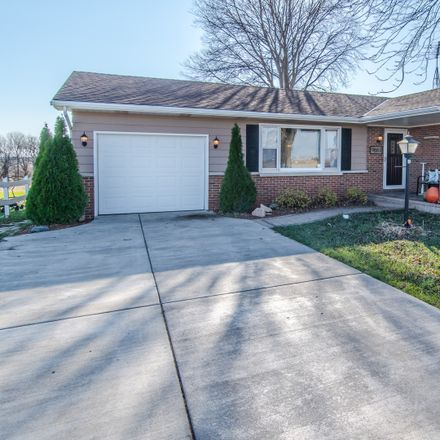 Rent this 3 bed house on 9883 Brisbin Rd in Morris, IL