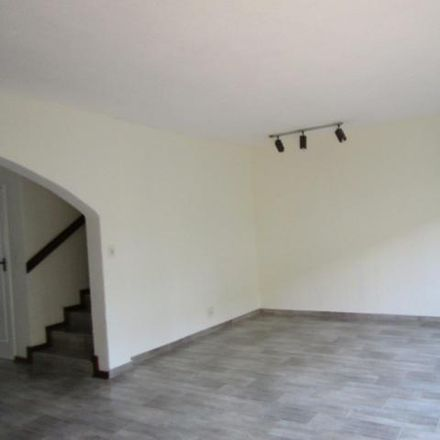 Rent this 3 bed apartment on Lords Avenue in Jacanlee, Johannesburg