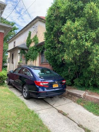 Rent this 3 bed house on 3313 Avenue M in New York, NY 11210