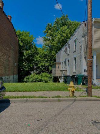 Rent this 0 bed apartment on 933 Fairbanks Avenue in Cincinnati, OH 45205