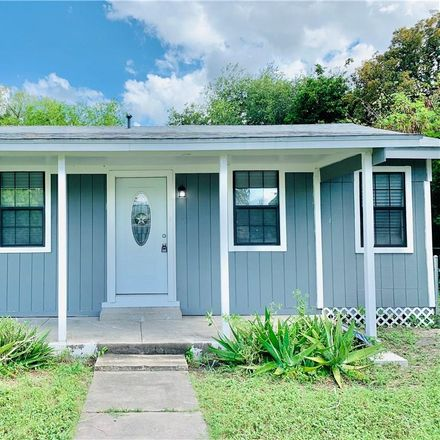 Rent this 3 bed house on 636 Plymouth Street in Alice, TX 78332