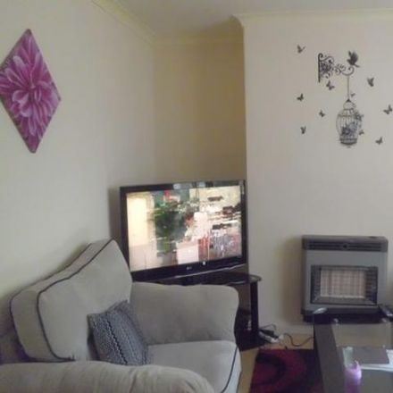 Rent this 3 bed house on Redcliffe Grove in Bradford BD21 2RQ, United Kingdom