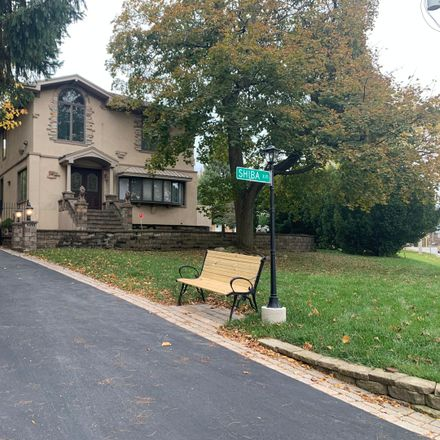 Rent this 5 bed house on Northbrook in IL, US