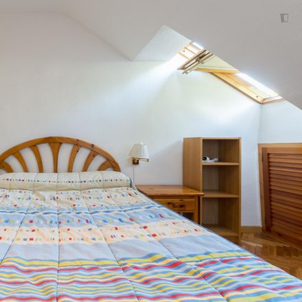 Rent this 4 bed room on Calle del Capitán Angosto Gómez Castrillón in 28300 Aranjuez, Spain