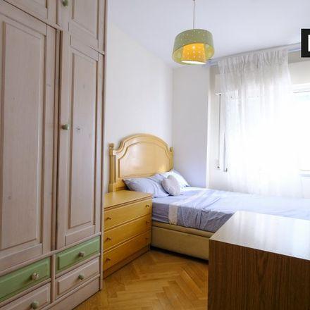 Rent this 4 bed room on Calle de Ignacio Santos Viñuelas in 28001 Madrid, Spain