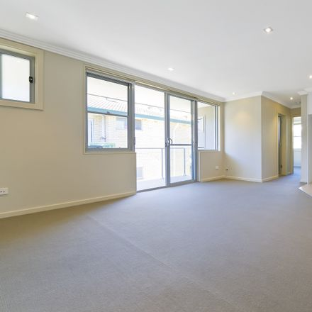 Rent this 2 bed apartment on 3/22 Bay Road