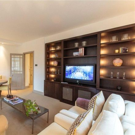 Rent this 2 bed apartment on Swan Court in Chelsea Manor Street, London SW3 5RZ