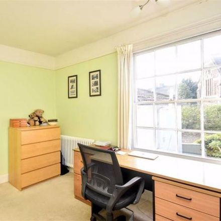 Rent this 3 bed house on 15 Church Road in Linslade, LU7 2LR