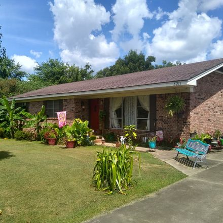 Rent this 3 bed house on E Church St in Paris, AR
