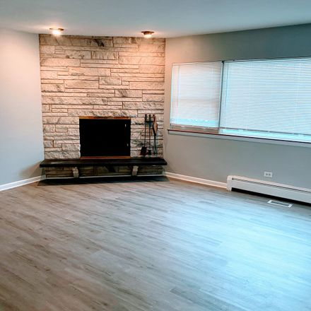 Rent this 4 bed townhouse on 647 East South Broadway Avenue in Lombard, IL 60148