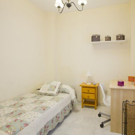 Rent this 3 bed room on Calle Clara Campoamor in 41940 San Juan de Aznalfarache, Spain