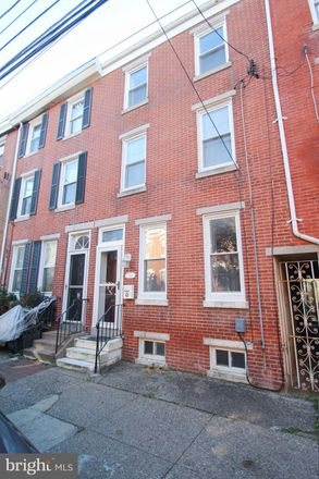 Rent this 3 bed townhouse on 324 East Thompson Street in Philadelphia, PA 19125