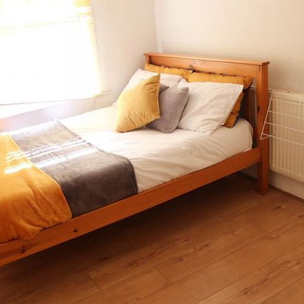 Rent this 4 bed room on Dumfries Street in Luton LU1 5BU, United Kingdom
