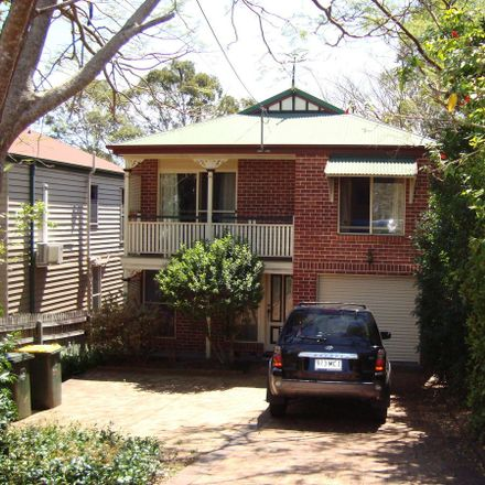 Rent this 3 bed house on 31 Burns Parade