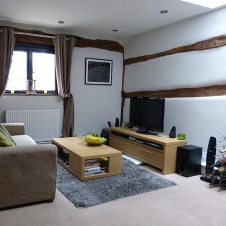 Rent this 1 bed apartment on mangobean in Brickbat Alley, Leatherhead KT22 8AB