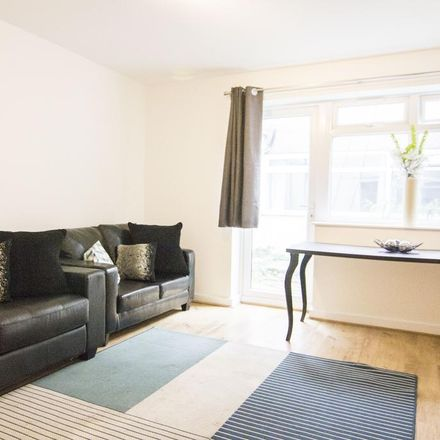 Rent this 5 bed apartment on Fresh Bakery in 19 Hyde Park Road, Leeds LS6 1PY