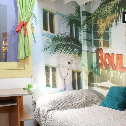 Rent this 2 bed apartment on Colegio Público Nuestra Señora de la Paloma in Calle Tabernillas, 28001 Madrid