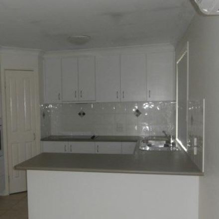 Rent this 3 bed apartment on 2/79 Boyd Street