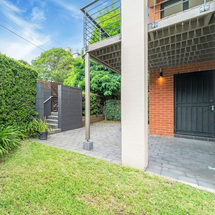 Rent this 3 bed townhouse on 1/35 Mallett Street