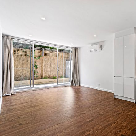 Rent this 1 bed apartment on 3/1 Parring Road