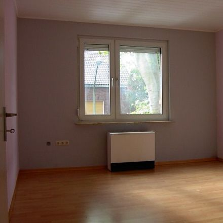 Rent this 3 bed apartment on Raumerstraße 22 in 45144 Essen, Germany