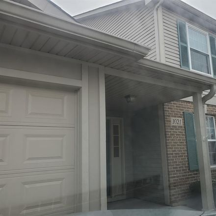 Rent this 1 bed room on 492 Woodview Circle in Elgin, IL 60120