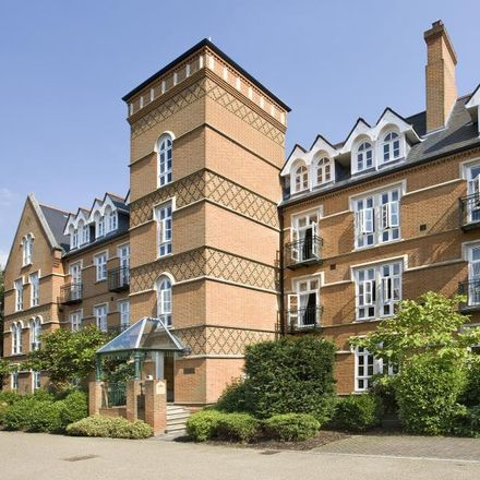Rent this 2 bed apartment on Holloway Drive in Runnymede GU25 4SU, United Kingdom